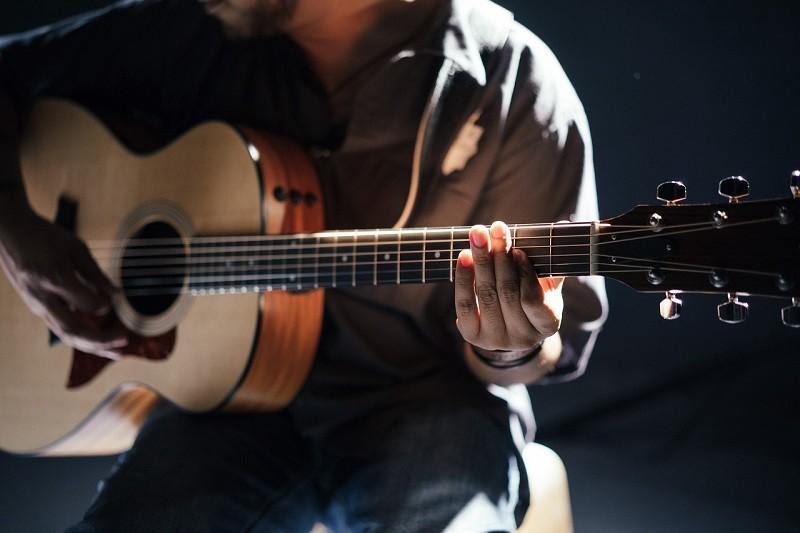 consejos para cuidar una guitarra acustica