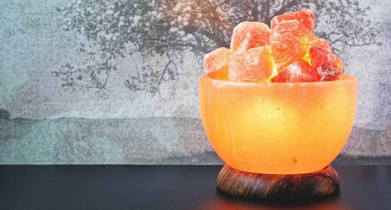 beneficios y mitos de las lamparas de sal del himalaya