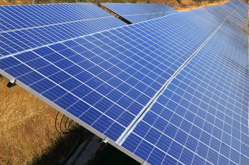 que beneficios tiene instalar placas solares en viviendas